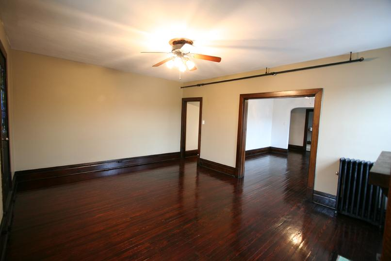 LARGE 2 BEDROOM APARTMENT FOR RENT IN DOWNTOWN GREENSBURG NEAR LECOM